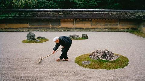 Raking Ryoan-ji